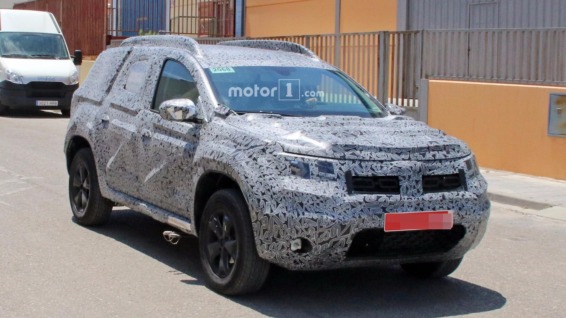 2018 dacia duster caught in detail possibly showing new for Interieur duster 2018
