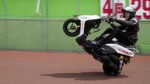 Japon motosikletçi ön kaldırma rekoru kırdı