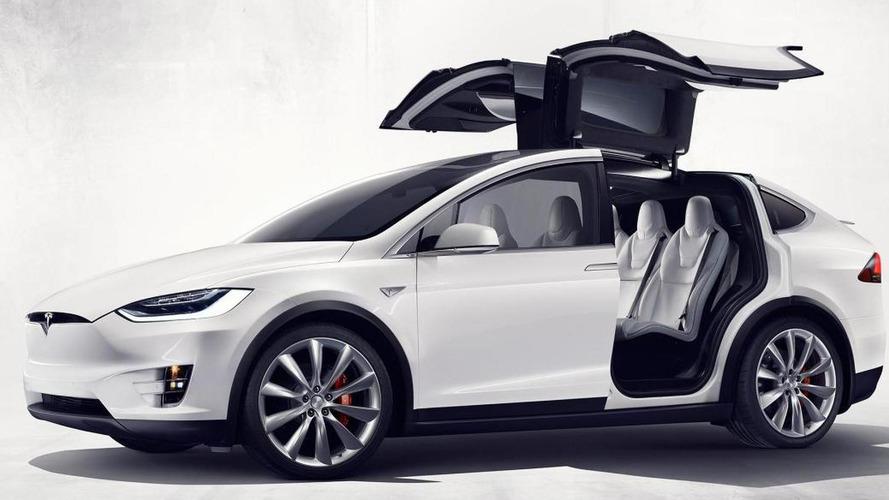 Rendőrmotornak ütközött egy Tesla Model X Amerikában