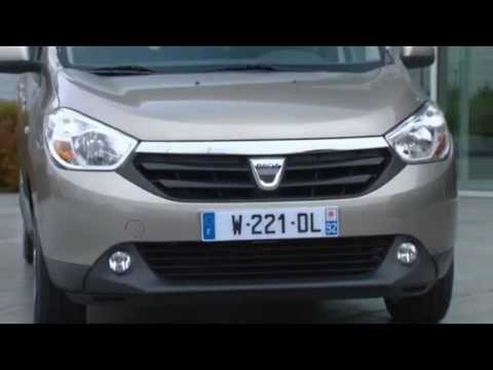 2013 Dacia Lodgy - exterior shots