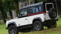 Land Rover Defender by Aznom