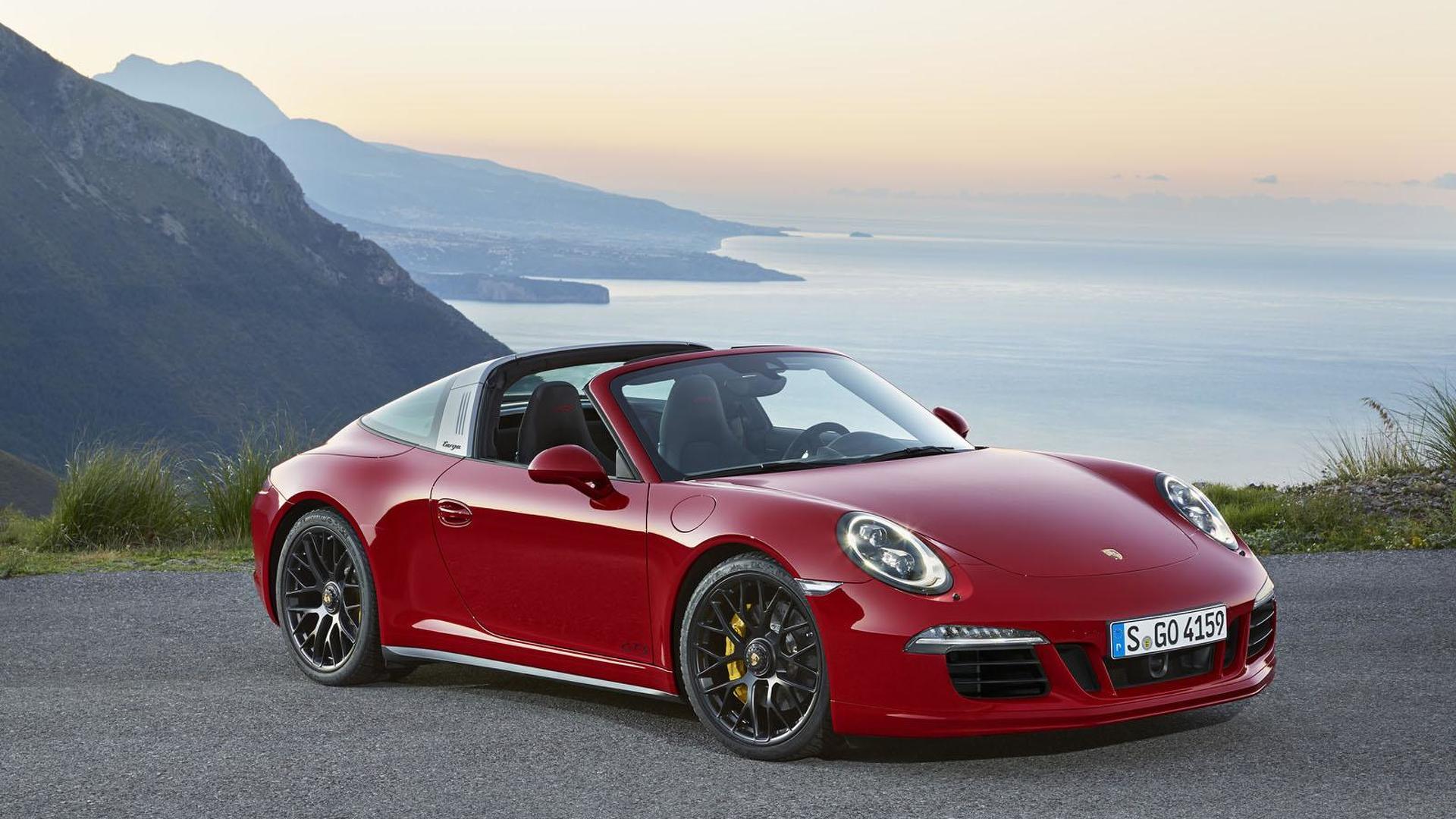 Красный Porsche 911 Targa 4 GTS