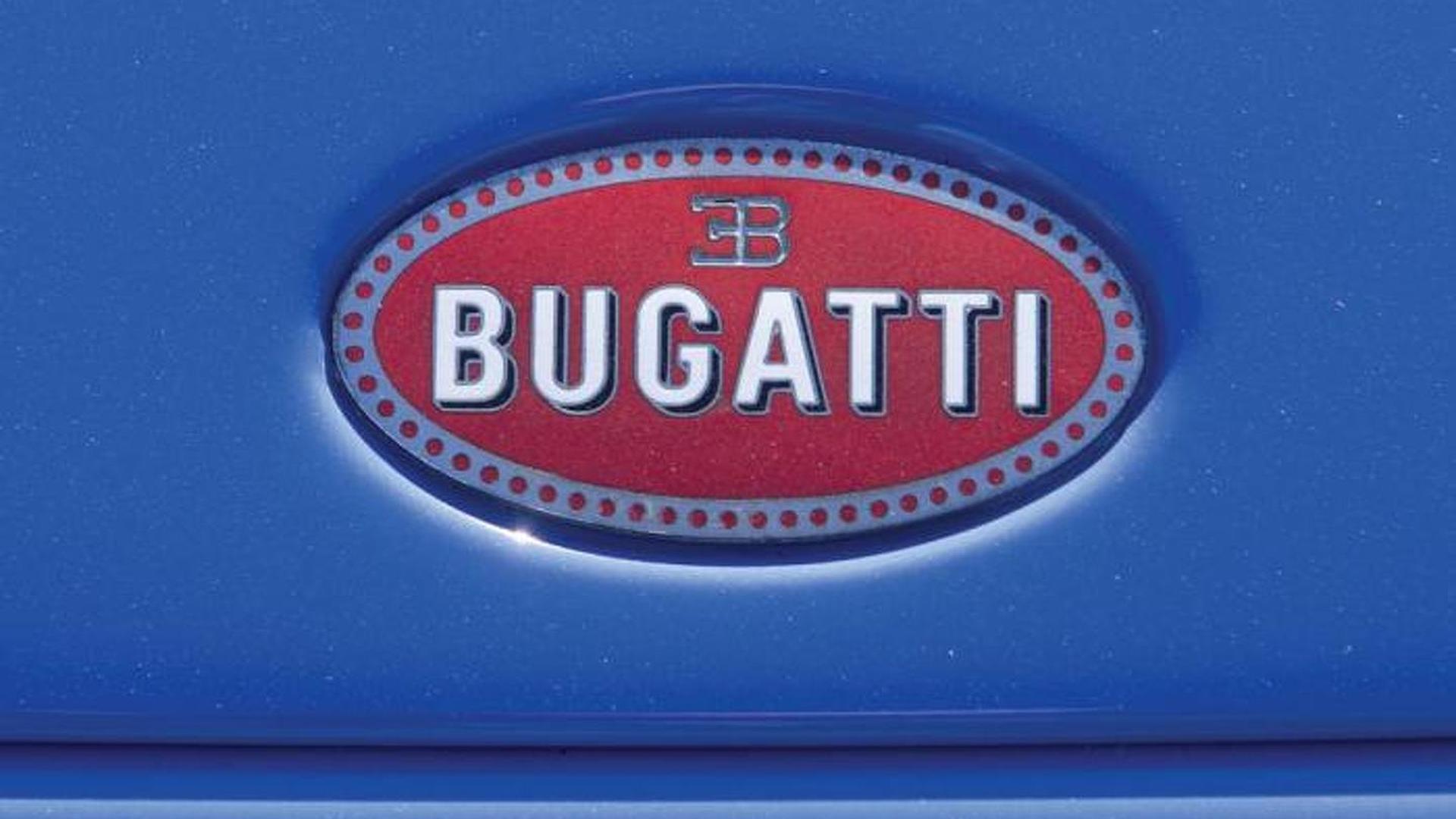 Логотип Bugatti на капоте