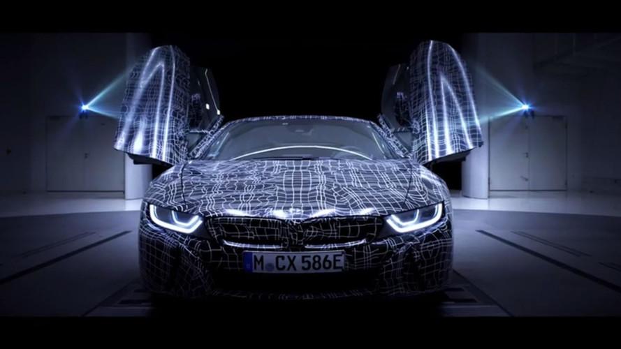 VIDÉO - La BMW i8 Roadster est dans la place