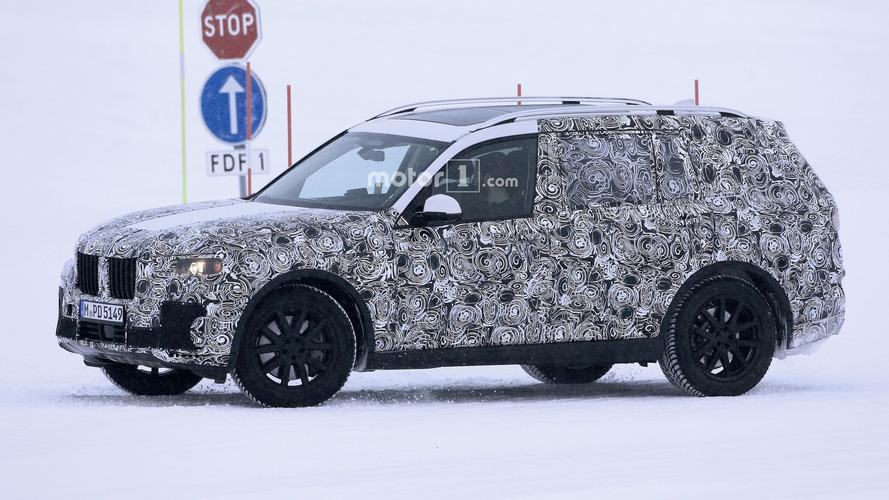 BMW X7 tasarımını sahte paneller ile gizliyor
