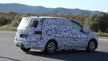 2016 Volkswagen Touran spy photo