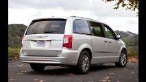 Chrysler convoca Town & Country por falha no software do airbag