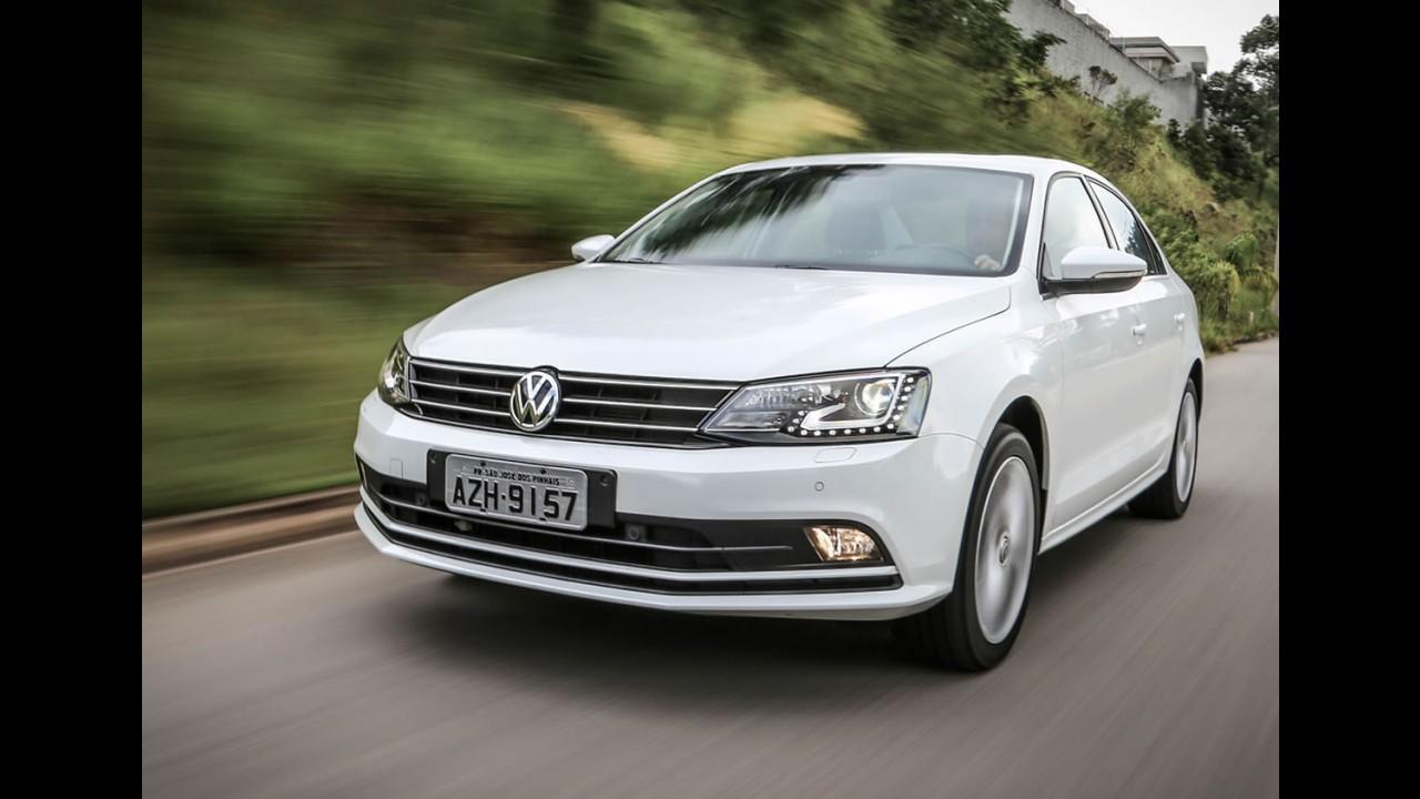 Recém-atualizado, VW Jetta 2015 nacional começa a chegar às lojas