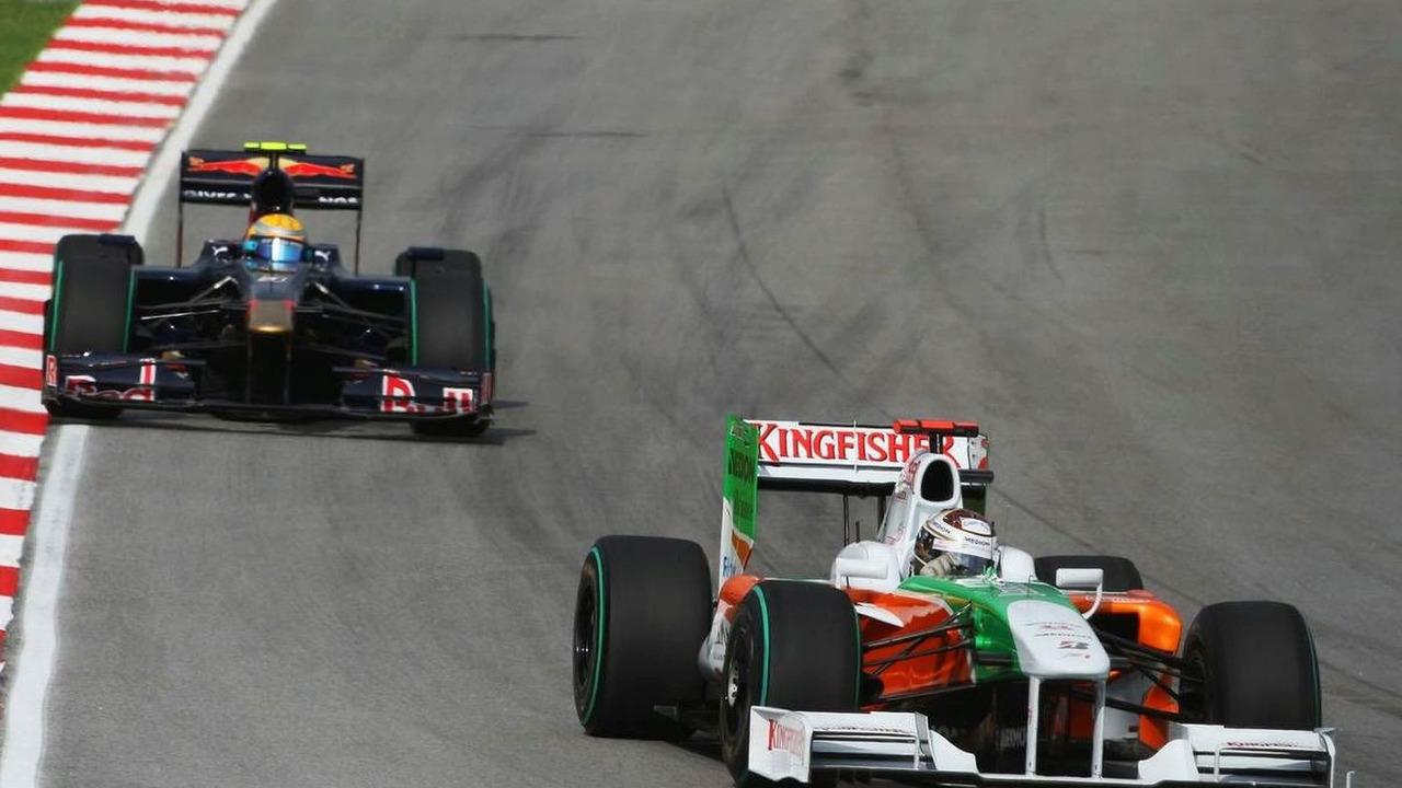 Adrian Sutil (GER), Force India F1 Team, VJM-02, VJM02, VJM 02 and Sébastien Buemi (SUI), Scuderia Toro Rosso, STR4, STR04, STR-04, Malaysian Grand Prix, Sunday Race, 05.04.2009 Kuala Lumpur, Malaysia