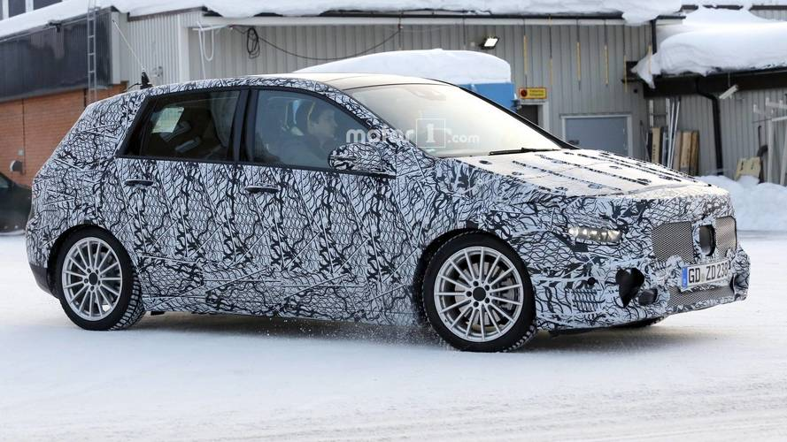 2018 Mercedes B-Serisi alçaktan giderken yakalandı