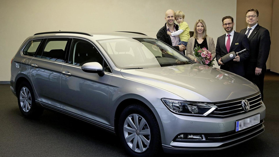 Volkswagen delivers the first 2015 Passat