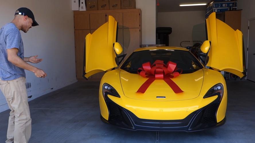 VIDEO – Sa femme lui offre une McLaren 650S