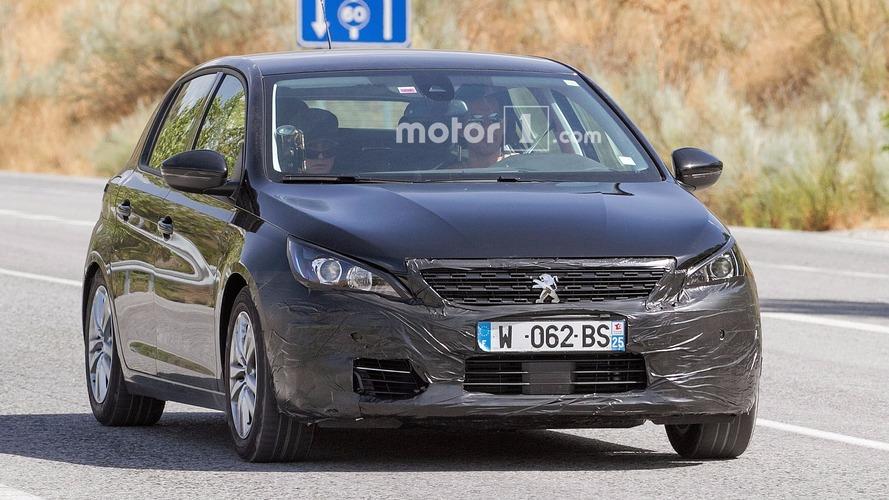 Yenilenmiş Peugeot 308 station wagon gövdesiyle test edilirken görüntülendi