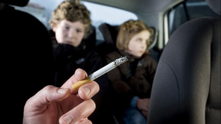 Fumo in auto: vietato con bimbi e gestanti