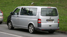 Volkswagen T5 Multivan facelift spy photo