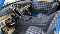 "Chequered sports seats and a mix between the sporty 300 SL and the unassuming Mercedes-Benz 180 passenger car - a view of the surprisingly comfortable ""workstation"" in ""The Blue Wonder""."