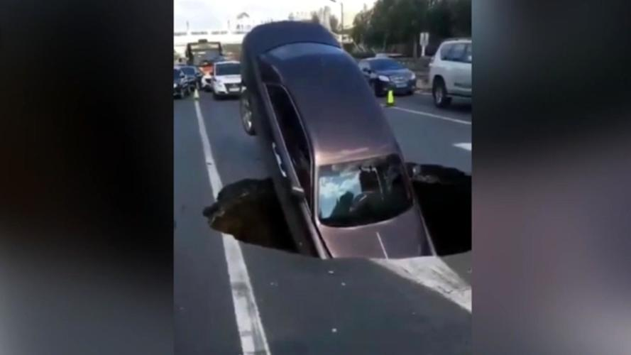 Chinese Sinkhole Orders Out For British Food, Devours Rolls-Royce