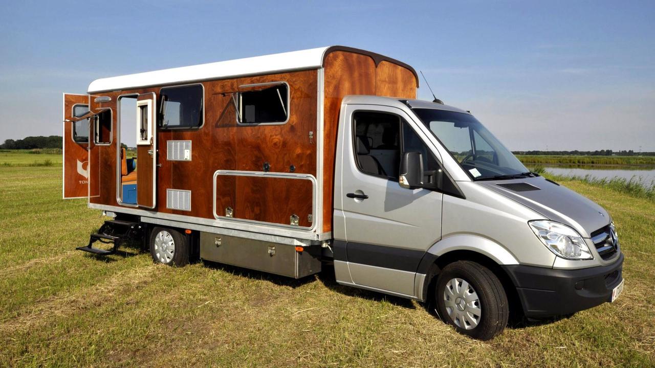 Tonke ahşap Mercedes Sprinter kamp aracı