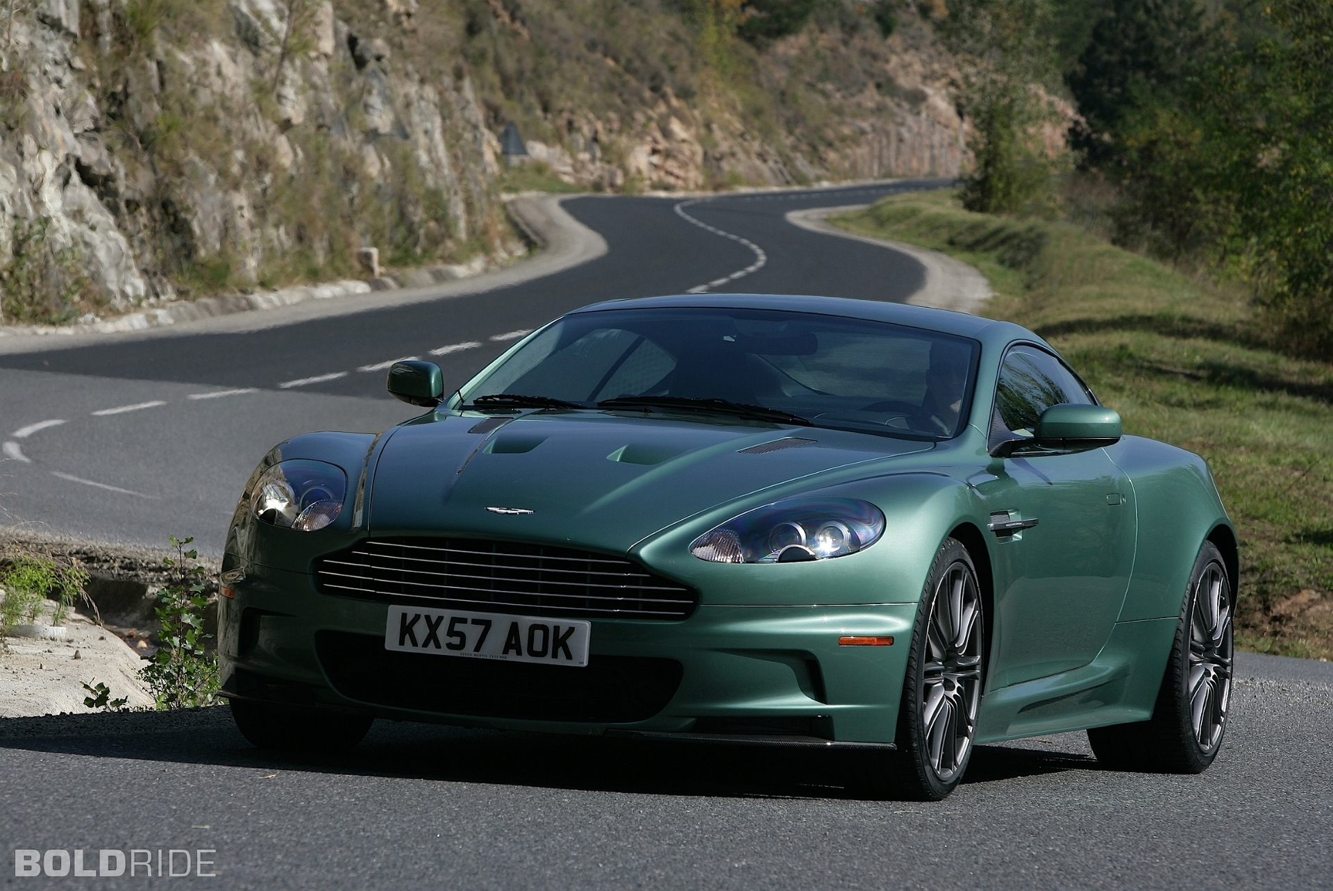 Luxury Car DB8 Aston Martin t