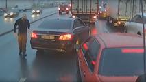 Kızgın sürücü tepkisini biber gazıyla gösterdi