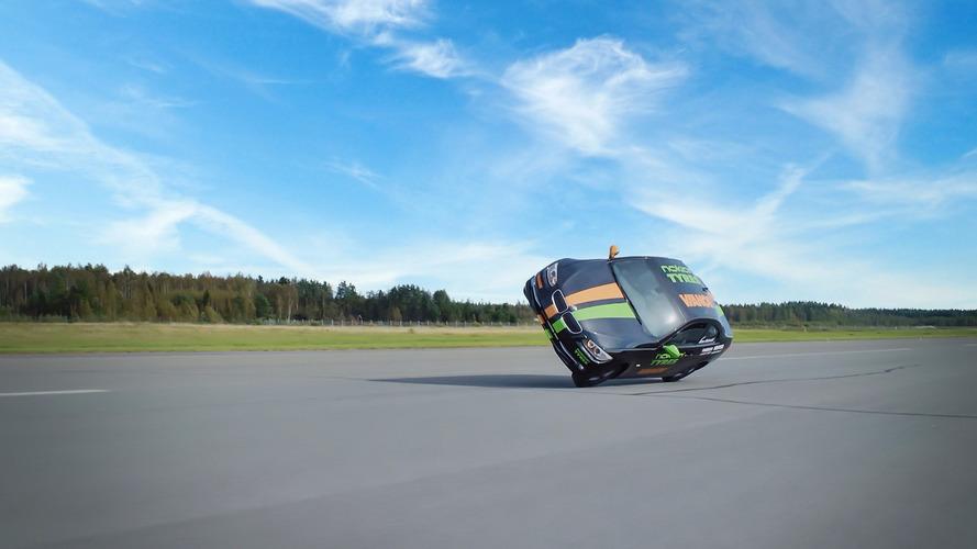 VIDEO - Record du monde de vitesse en voiture sur deux roues