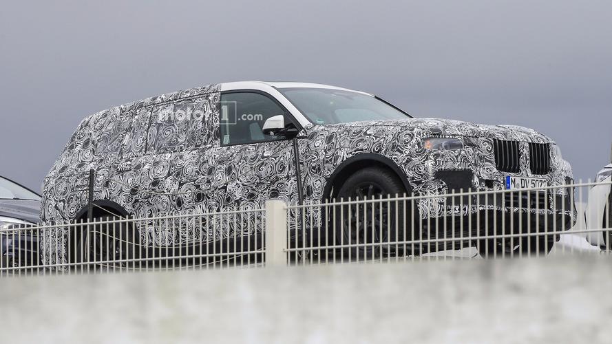 BMW X7 ilk kez üretim panelleriyle görüntülendi