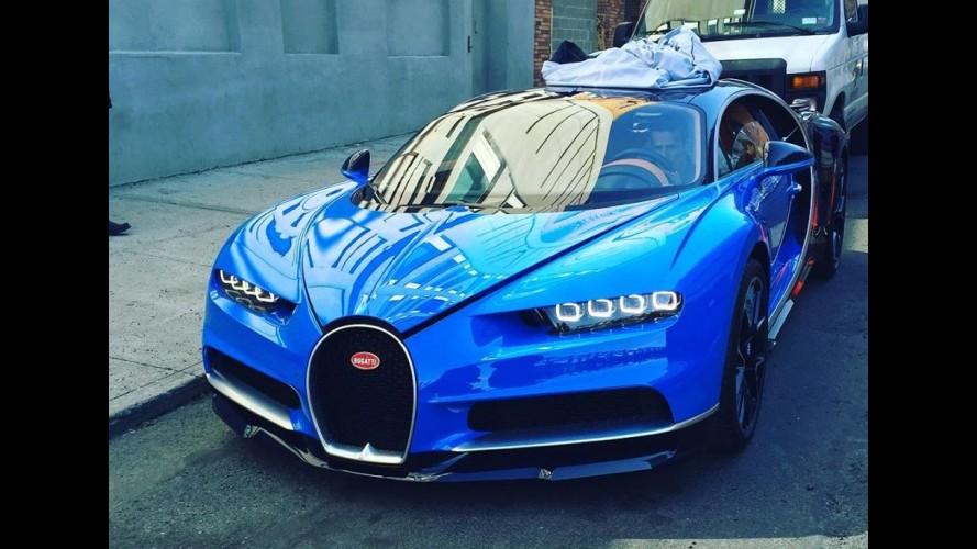 Flagra: Bugatti Chiron de 1.521 cv aparece estacionado em rua de Nova York