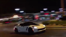 Hızını alamayan Corvette kaza yapıyor