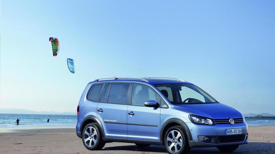 Volkswagen CrossTouran revealed