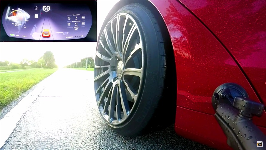 VIDÉO - La Tesla Model S P100D et son 0 à 100 km/h en 2,7 secondes sous la pluie