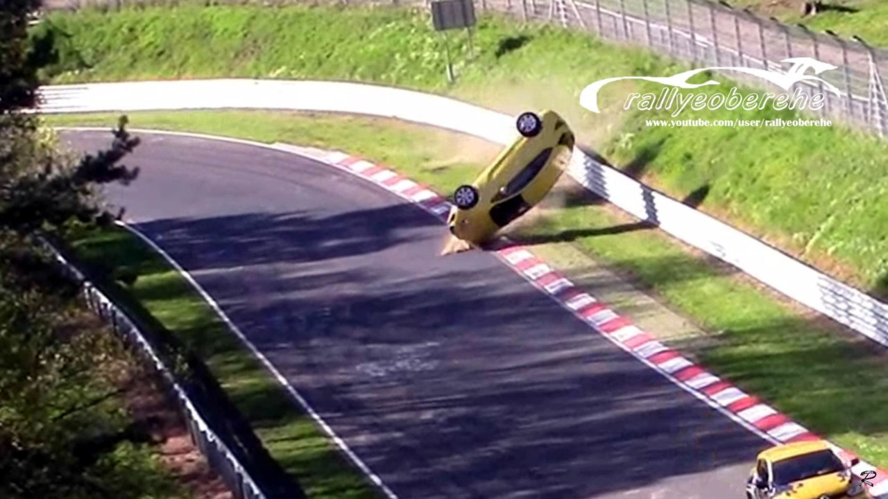Opel Astra GTC crashes at the Nurburgring