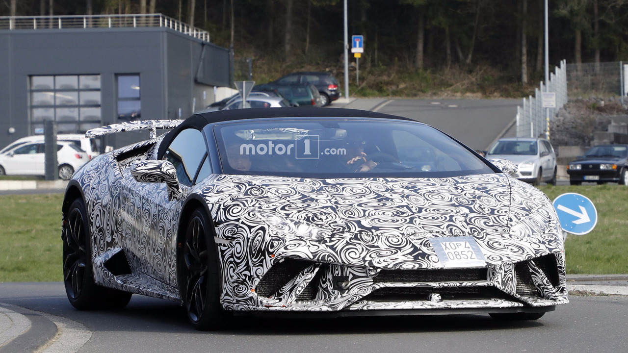 lamborghini huracan performante spyder spied stripping off camo. Black Bedroom Furniture Sets. Home Design Ideas