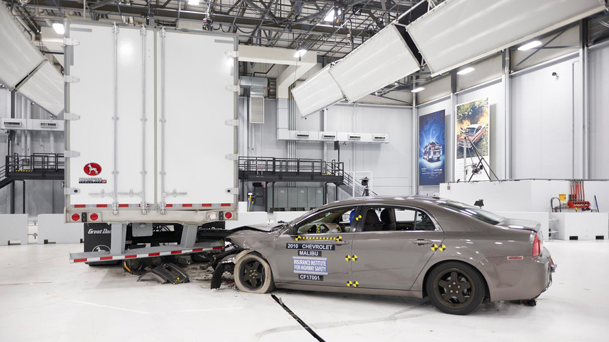 IIHS awards semi trailer makers for bumpers that don't decapitate