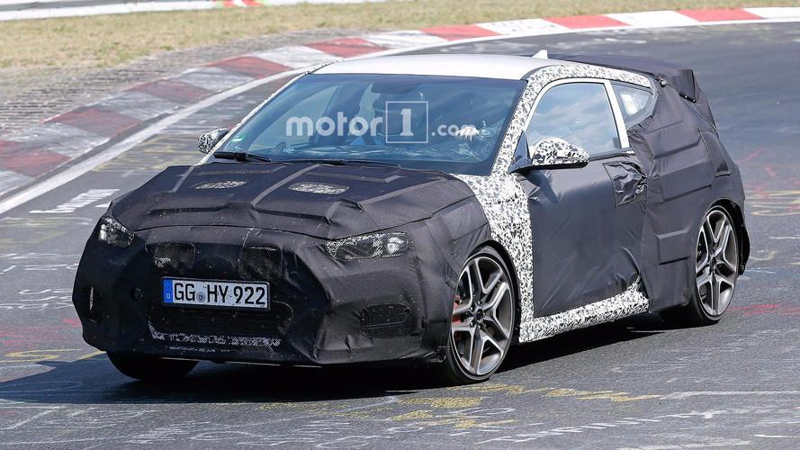Hyundai Veloster N Nürburgring'de kaslarını ısıtıyor