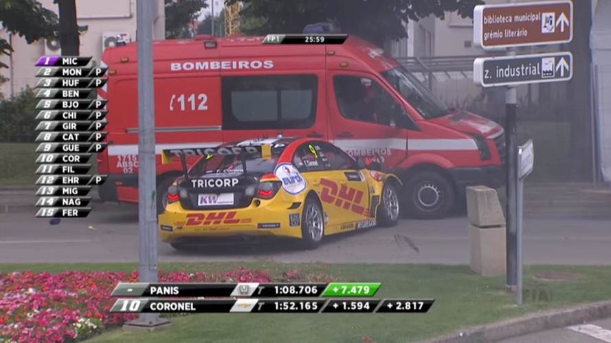 WTCC Driver Crashes Into Recovery Vehicle During Race Of Portugal