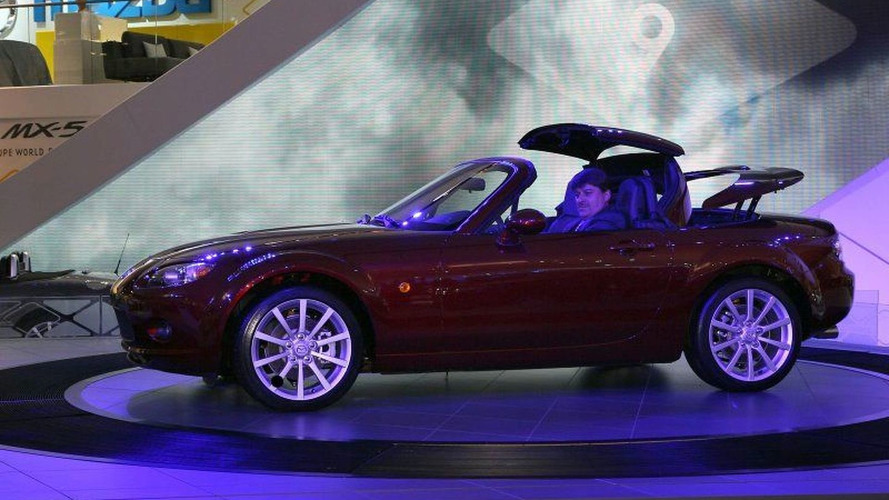 Mazda MX-5 Roadster Coupe Unveiled