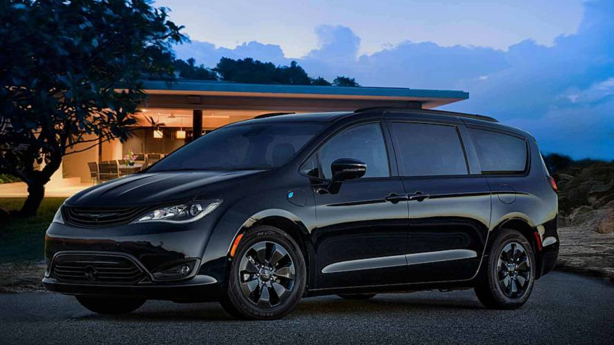 2019 Chrysler Pacifica Hybrid Gets Blacked-Out Trim Package