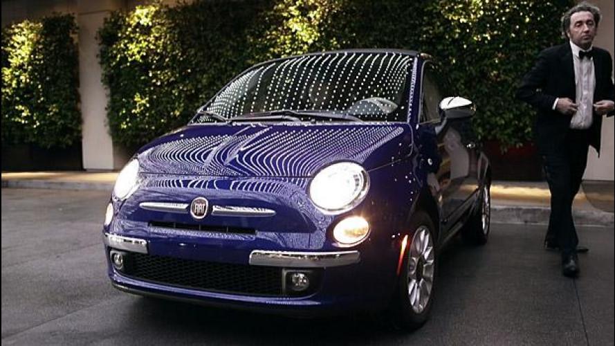 Paolo Sorrentino guida la Fiat 500 sulle strade di Hollywood