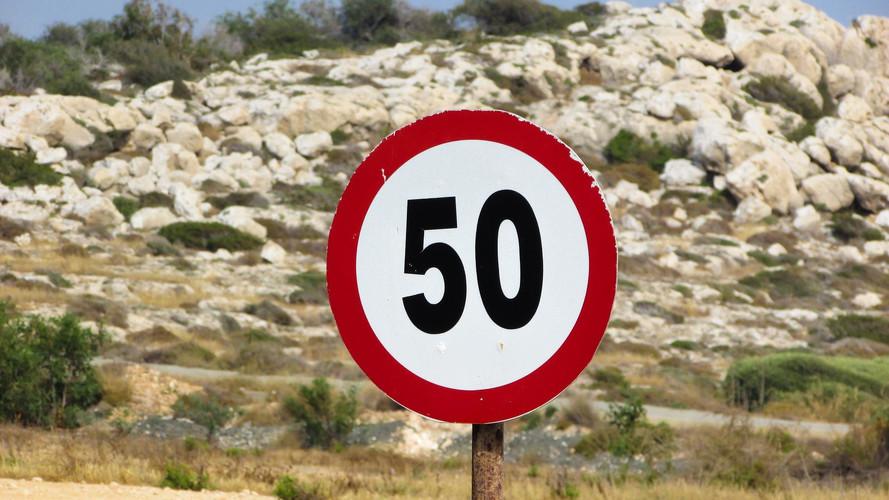 Szerdától különösen érdemes lesz figyelni a sebességhatárok betartására