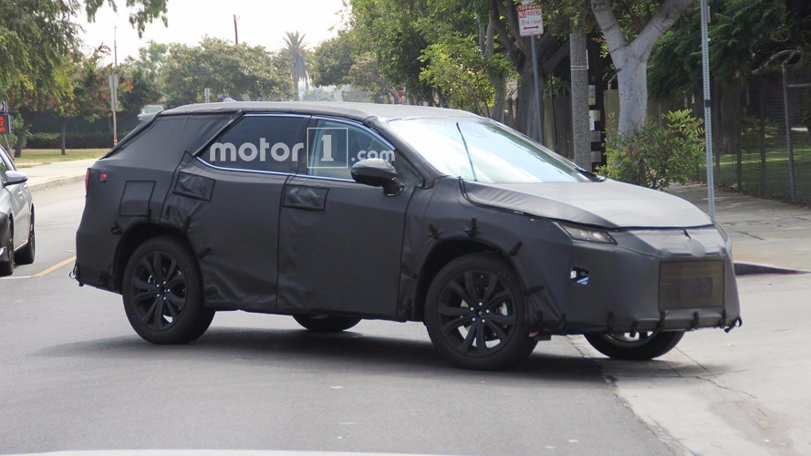 7 koltuklu Lexus RX gelişim testlerinde görüldü
