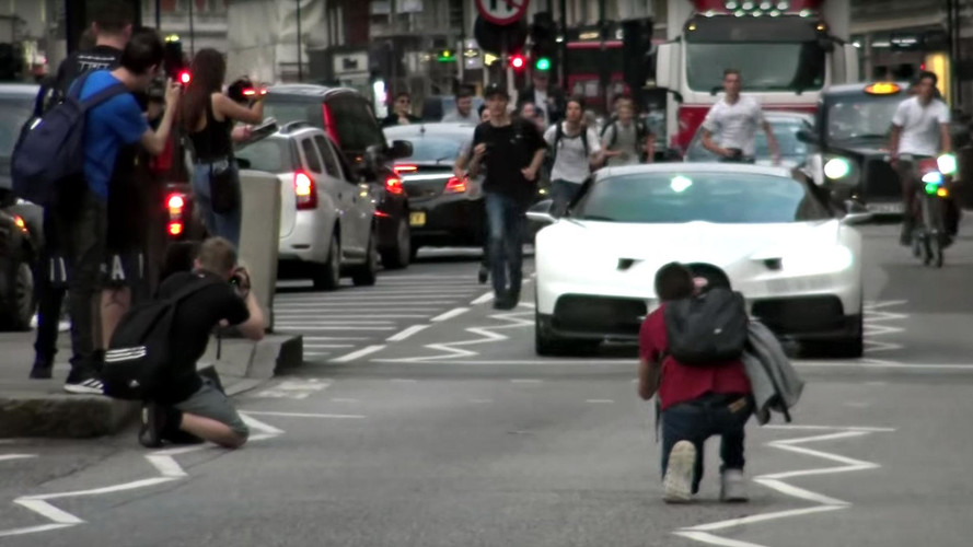London Car Spotters Run After Bugatti Chiron Like Paparazzi