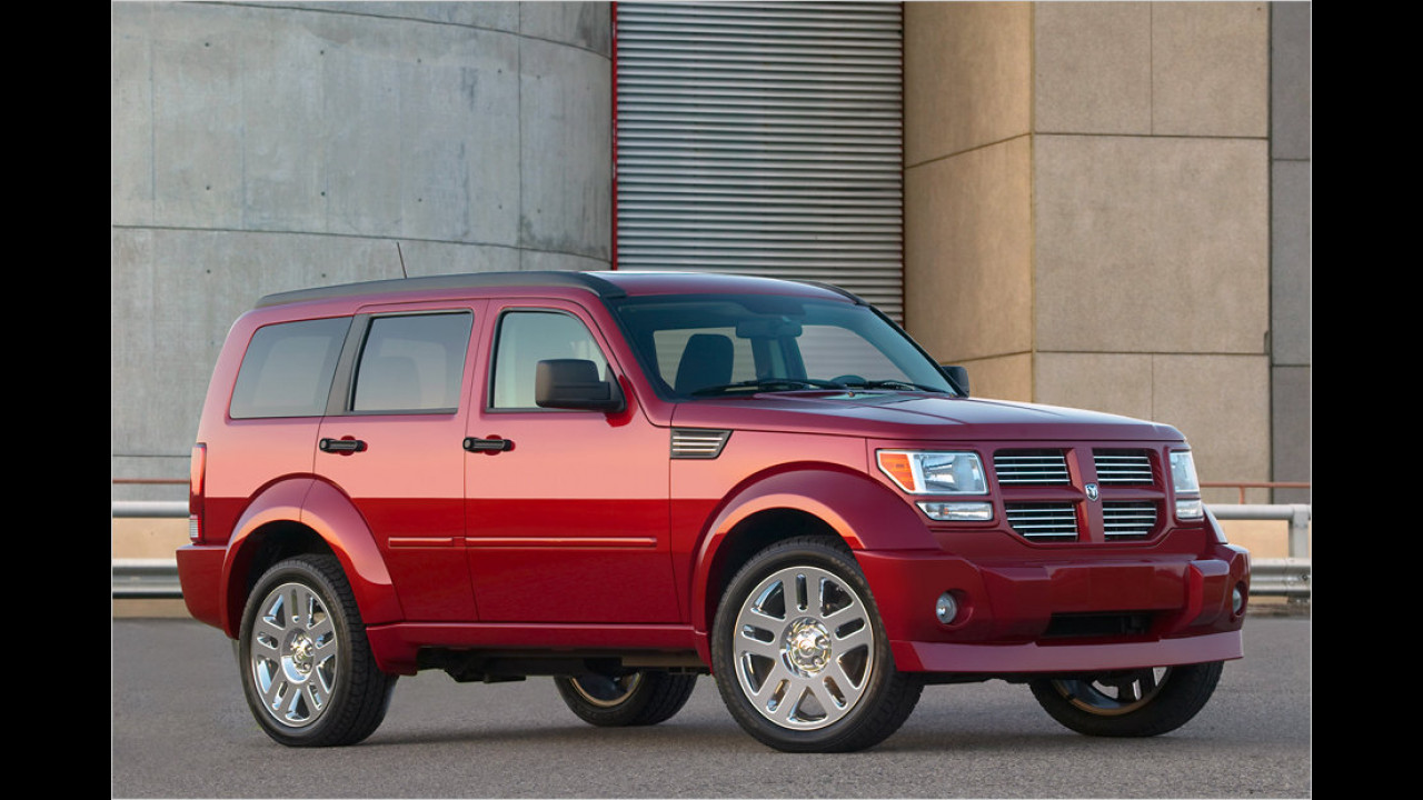 13 Exemplare: Dodge Nitro