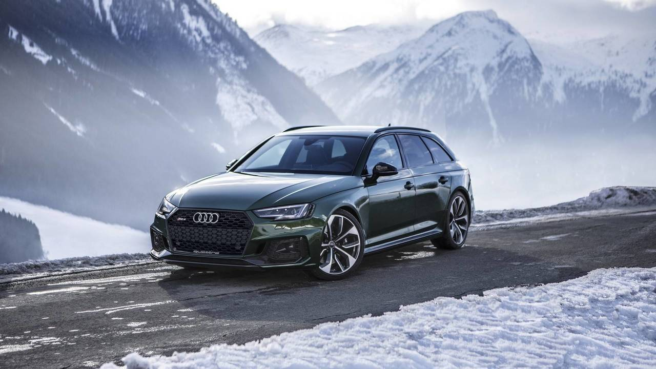 audi rs4 avant flaunts sonoma green paint in a winter wonderland. Black Bedroom Furniture Sets. Home Design Ideas