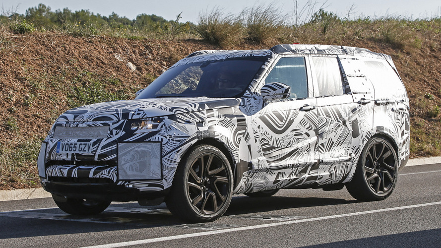 2017 Land Rover Discovery spied for the first time