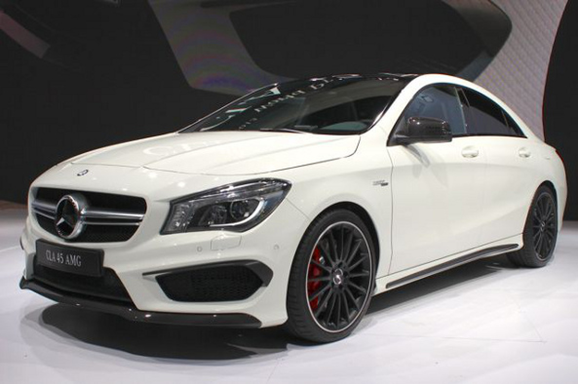 2014 Mercedes-Benz CLA45 AMG is Small, Pretty and Powerful