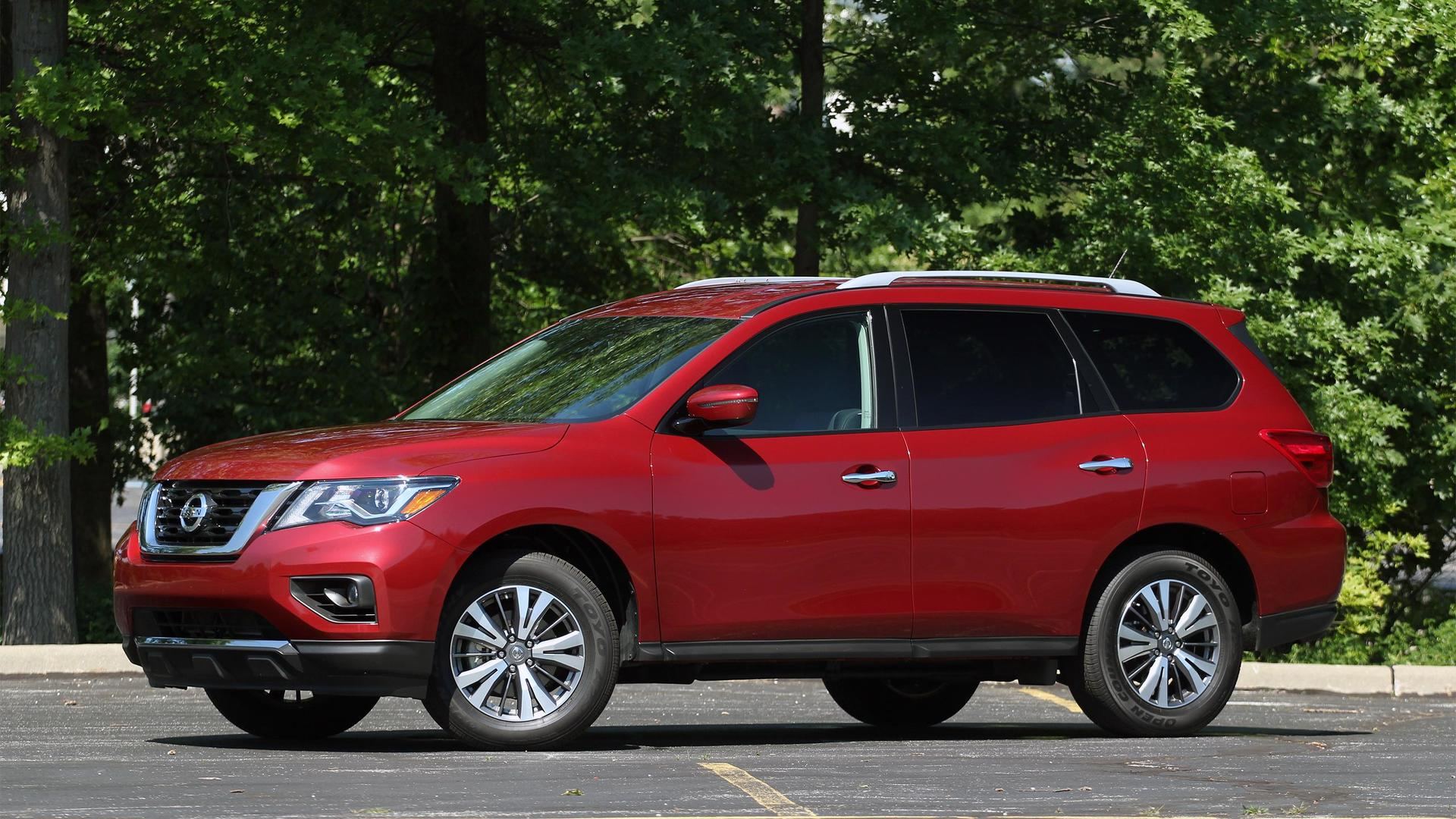 2017 nissan pathfinder review keeping pace with maturing. Black Bedroom Furniture Sets. Home Design Ideas