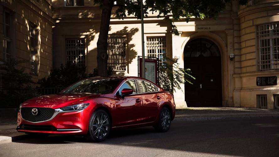 2018 Mazda6 turbo motor ve yeni iç mekânla Los Angeles'ta