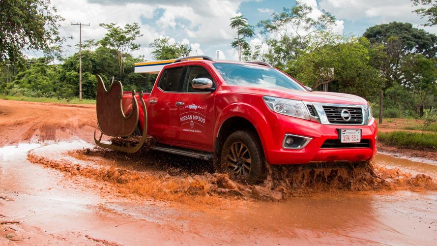 Nissan Frontier encarna espírito natalino e vira ajudante de Papai Noel