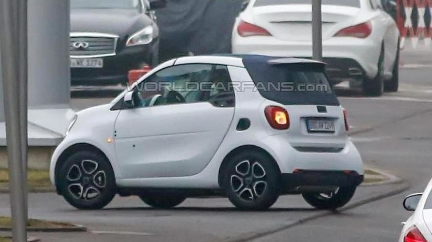 Smart ForTwo Cabrio makes spy photo debut