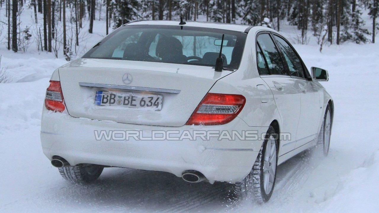 2011 Mercedes C-Class facelift winter spy photos - 19.02.2010